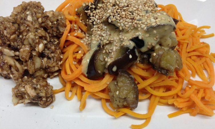 Süßkartoffel Pasta mit Auberginen und marinierten Champignons