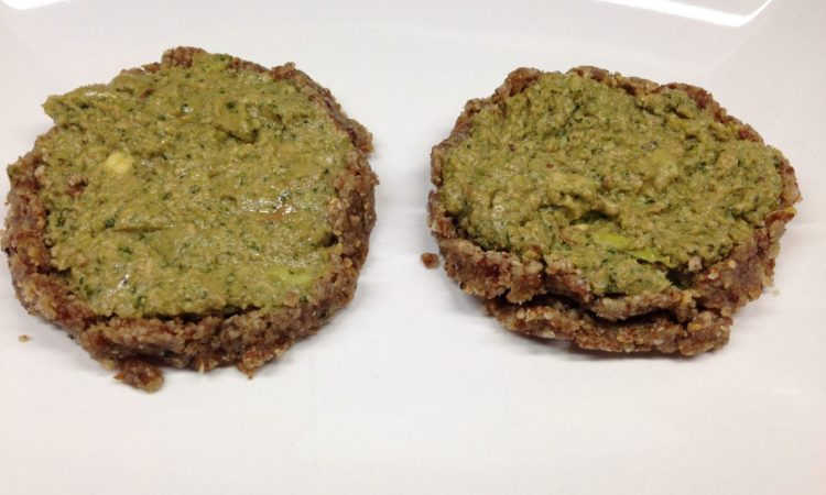 Mini Tarts mit Avocado und Brokkoli Zitronen Pesto