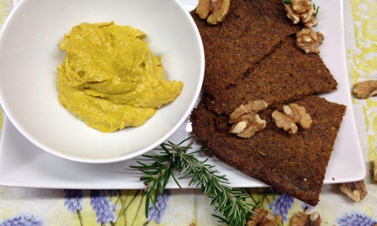Rohkost Brote mit Walnüssen, Hanfsamen und Möhren