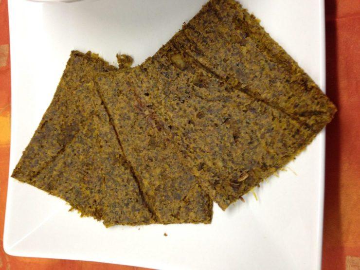 Rohkost Brot aus Wirsing und Cashewkernen mit Orangen Curry und Kurkuma
