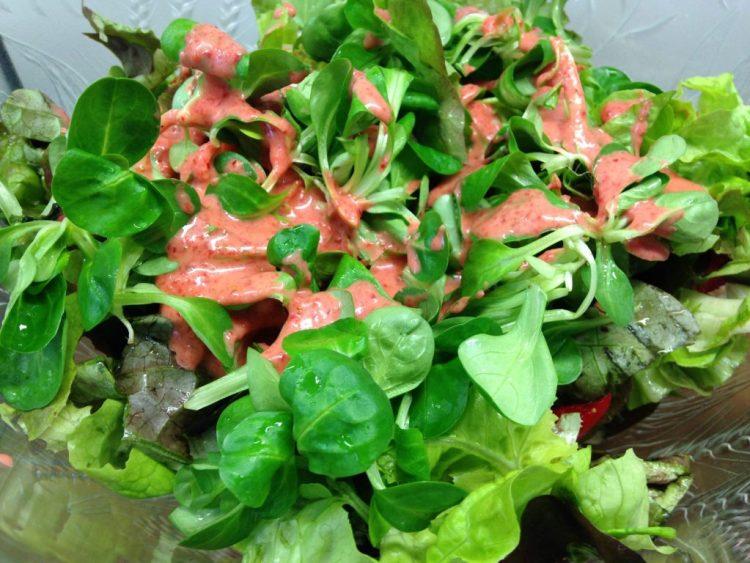 Blattsalat mit Erdbeer Vinaigrette