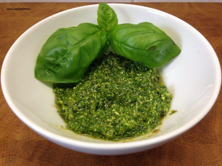 Rucola Basilikum Pesto
