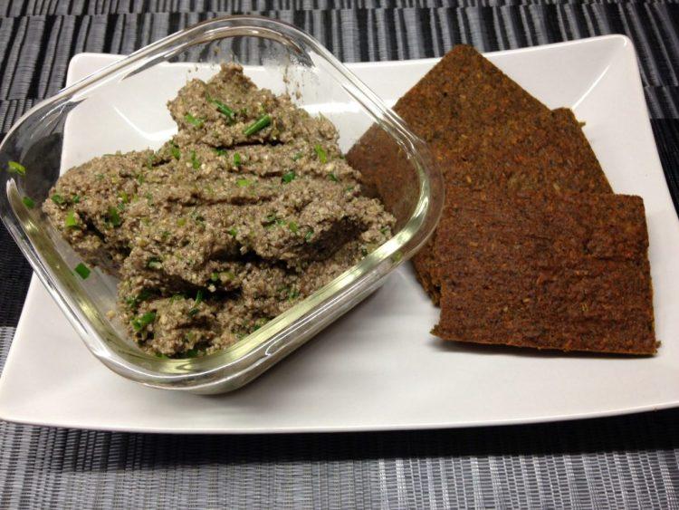Rohkost Brot mit Champignon Cashew Paté