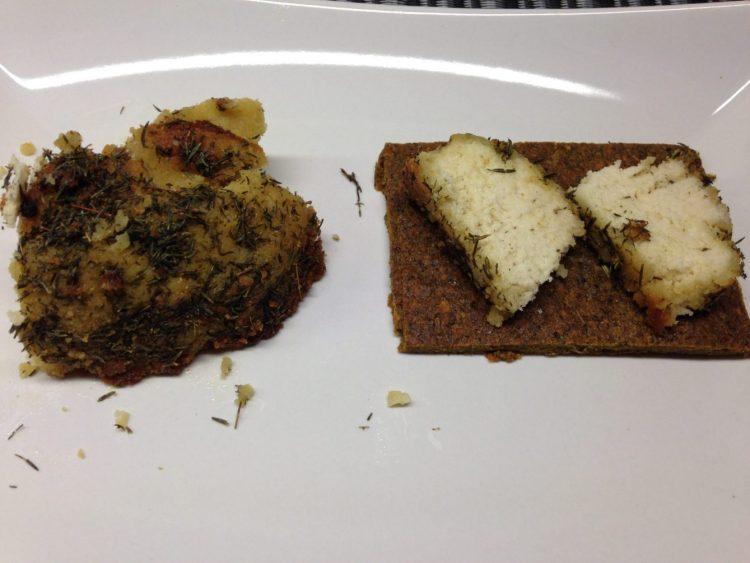 Feta aus Mandeln mit Ahornsirup und Thymian Öl