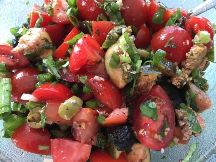 Tomaten Salat mit Feigen, Macadamia Nüssen und Oliven