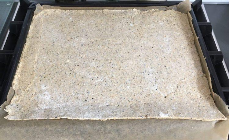 Low Carb Pizza Teig aus Leinsamen, Chia, Kokos und Flohsamenschalenmehl
