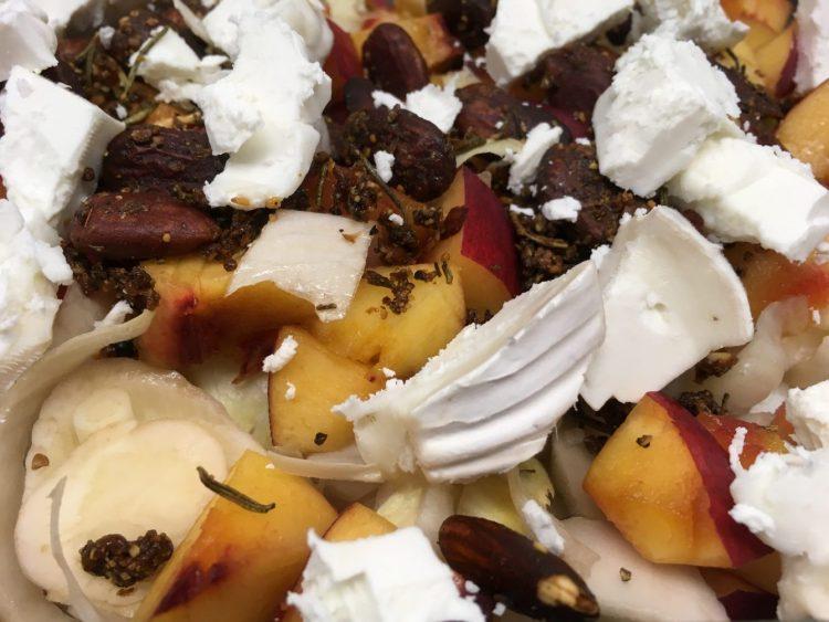 Chicorée Salat mit Nektarinen, Mandeln und Ziegenkäse