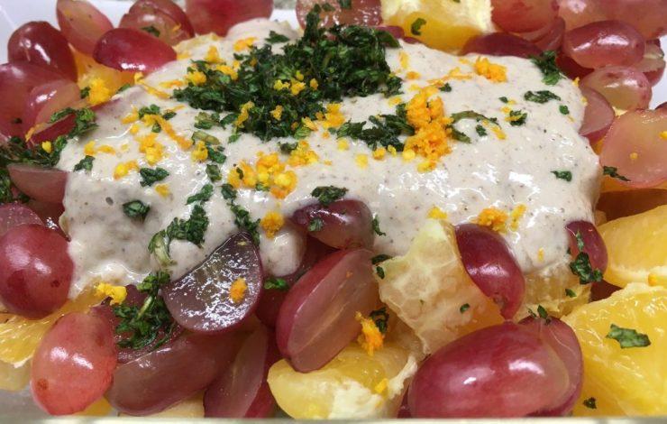 Apfel Orangen Trauben Salat mit Walnuss-Bananen-Zimt Creme