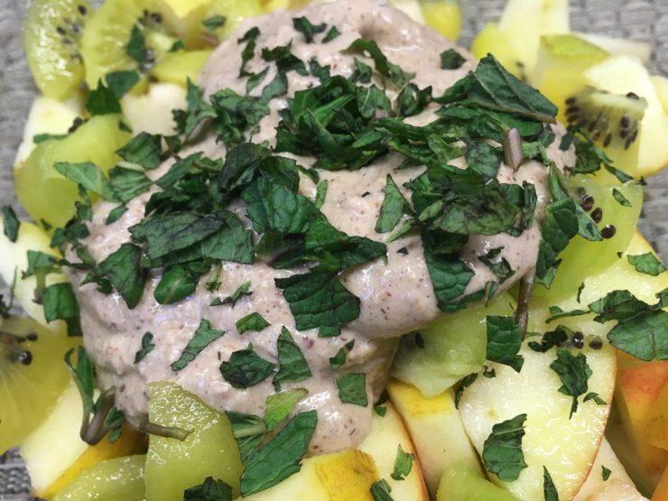 Apfel Kiwi Salat mit Walnuss Orangen Bananen Creme