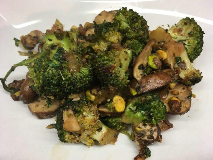 Brokkoli Pilz Gemüse mit Pistazien und Minze