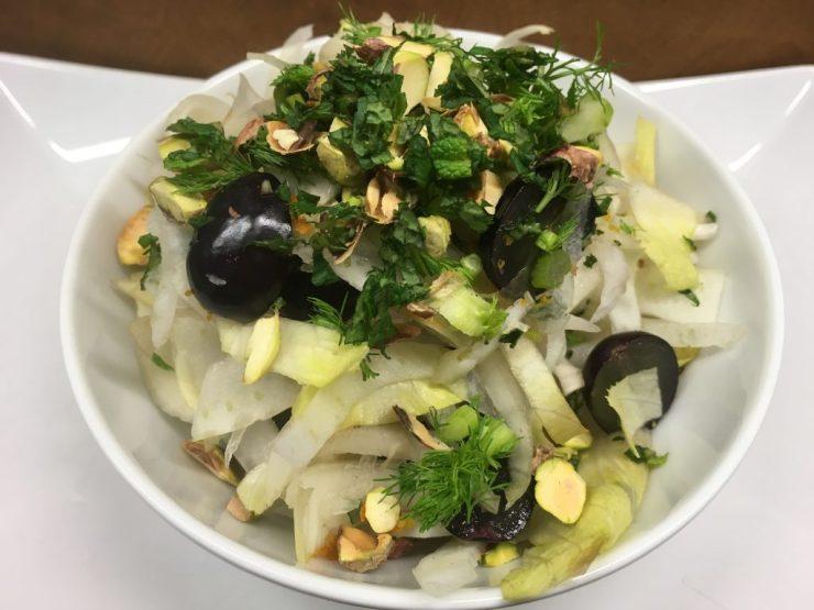 Fenchel Trauben Salat mit Chicorée und Pistazien