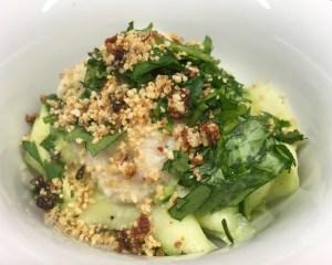 Zucchini Fettuccini mit Mandel Blumenkohl Sauce Alfredo