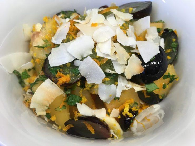 Kaki Trauben Salat mit Birnen Ingwer Minz Dressing