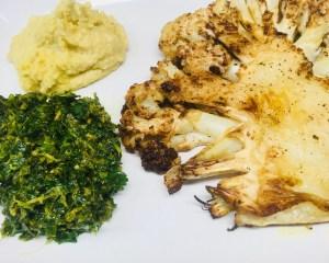 Blumenkohl Steaks mit Baharat Chermoula und Hummus