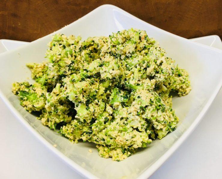 Tartelettes Füllung aus Brokkoli, Tofu Ricotta und Hanf Pesto