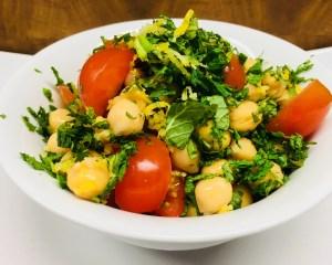 Kichererbsen Salat mit Tomaten und Minze