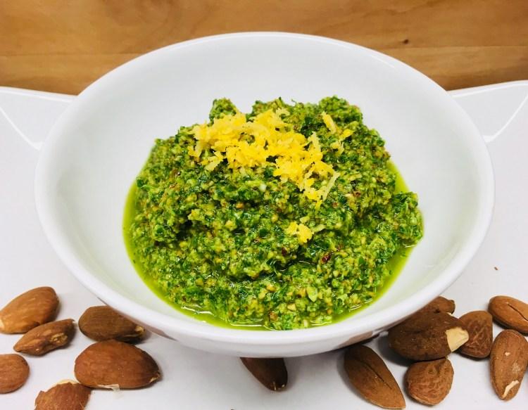 Rucola Pesto mit Mandeln und Zitrone