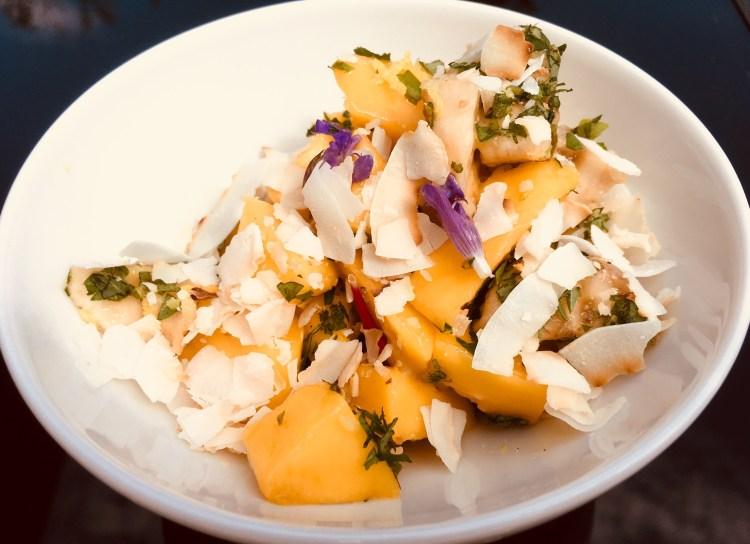 Mango Bananen Salat mit Dattel Ingwer Tahini Creme