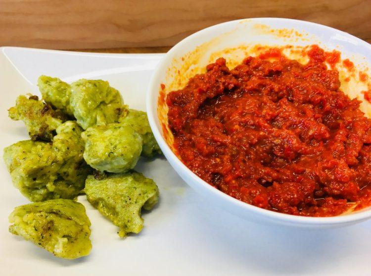 Bärlauch Gnocchi mit Thymian Zitronen Öl und Paprika Chili Dip