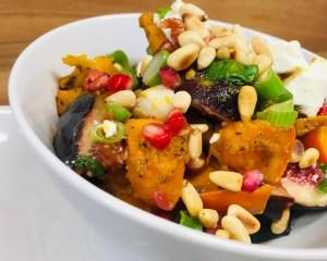 Kürbis Salat mit Granatapfelkernen, Feigen und Feta