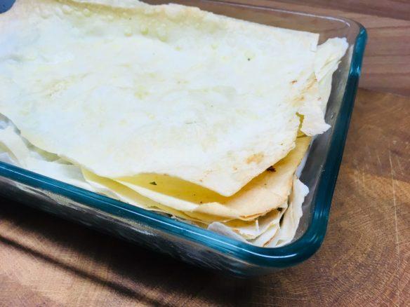 Blätterteig Spinat Tarte mit Datteln, Mandeln und Ziegenkäse