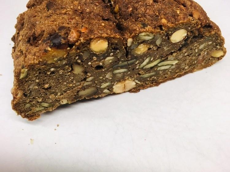 Superfood Brot mit Chia und Hanf