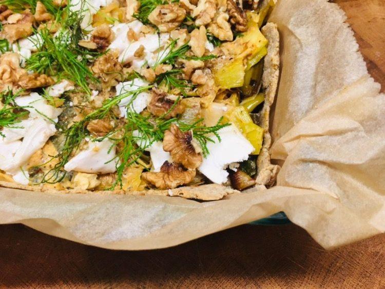 Porree Tarte mit karamellisiertem Lauch, Walnüssen und Olivenkraut