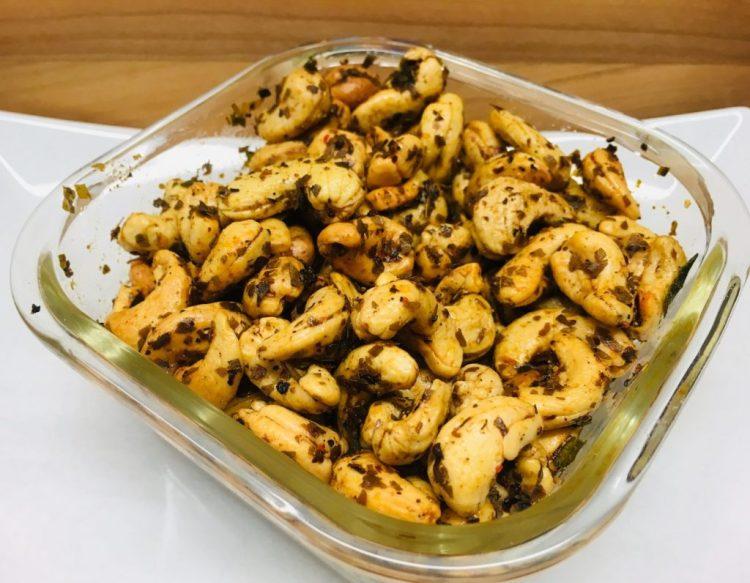 Devilled Cashews: Cashewkerne mit Chili und Curryblätter