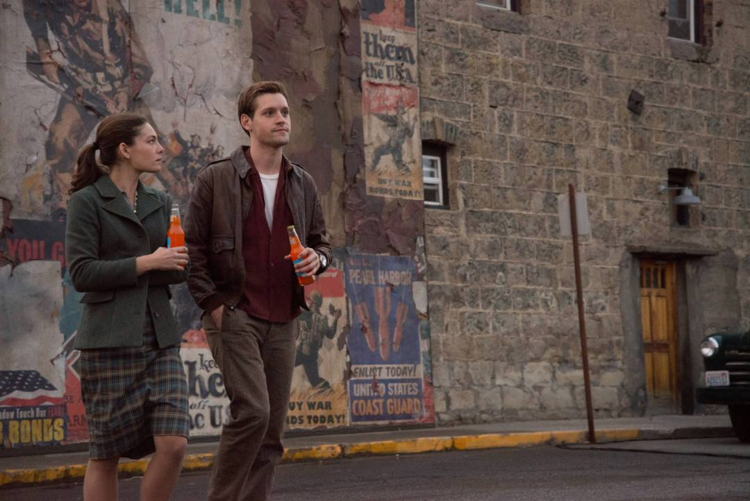 (from L to R): Alexa Davalos as Juliana Crain, Luke Kleintank as Joe Blake in a scene from the Amazon Studios pilot: The Man In The High Castle. Credit: Amazon Studios