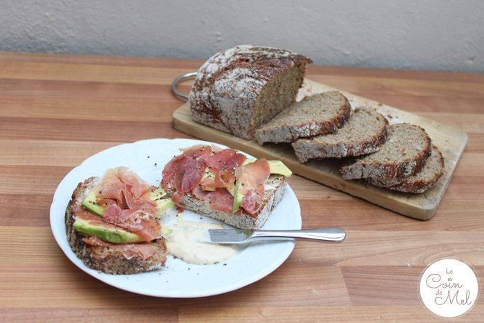 Healthy Loaf – tartine with hummus, parma ham and avocado