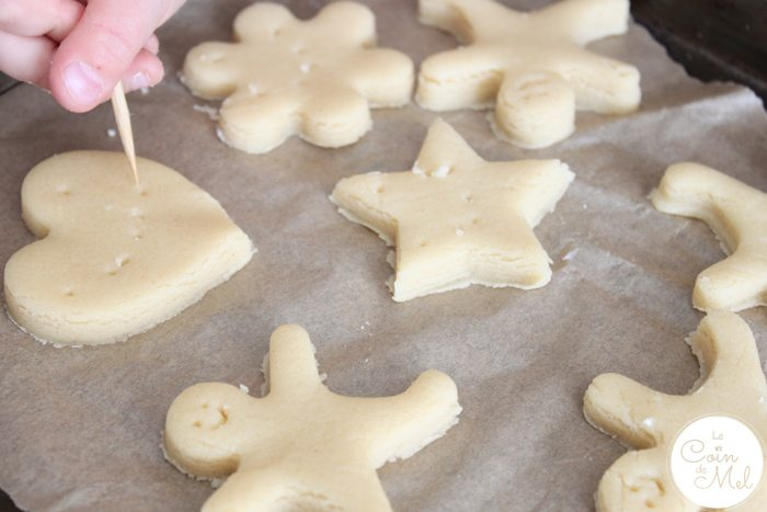 Baking with Kids - Quick & Easy Ginger & Honey Biscuits - Customising the Biscuits