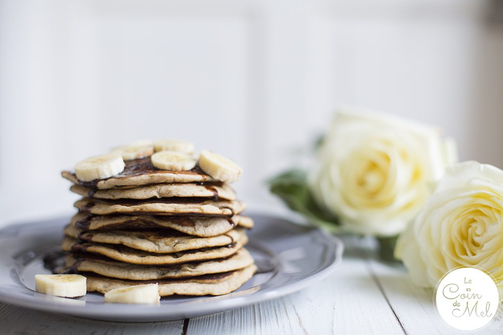 These fluffy American Pancakes, or Banana Pancakes, are are full of flavours and easy to make. They are also vegan, gluten-free and free from refined sugar.