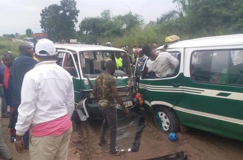 Congo: marchands, chauffeurs de taxi et conducteurs de bus sommés de se faire vacciner