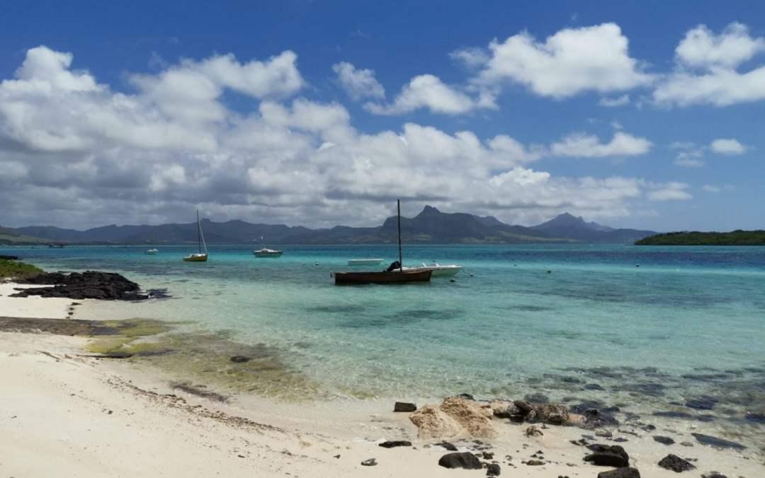 Disastro alle Mauritius: in mare mille tonnellate di petrolio