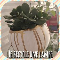DIY pour décorer une lampe et la transformer en pot de fleur pour la maison
