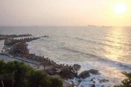 高雄市鼓山區|流浪吧 Terroir 柴山漁港 山海宮 波光粼粼的落日咖啡廳
