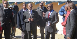 The Prime Minister talks with Dr. Kamangu