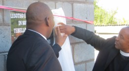 Rev. Masemene & Rev. Kutumela unveil the plaque