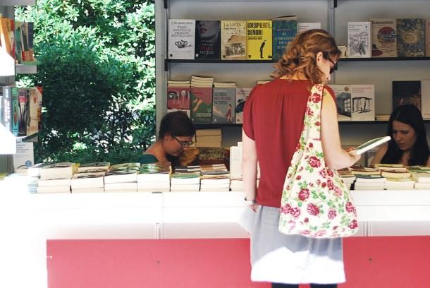 Emma Rodríguez en la Feria del libro de Madrid. Caseta de
