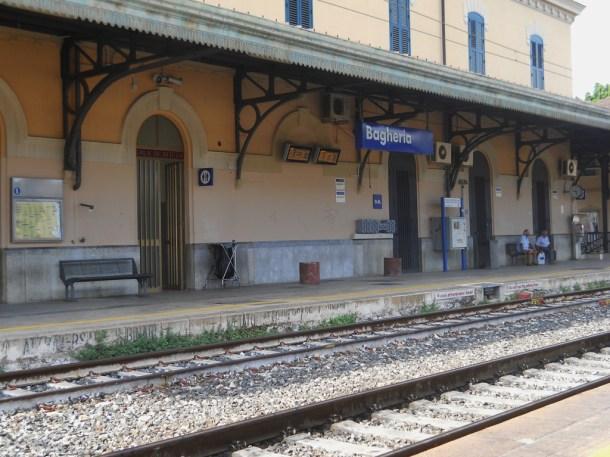 Estación de tren de la localidad de Bagheria . Opera Propria © Conca d' Oro
