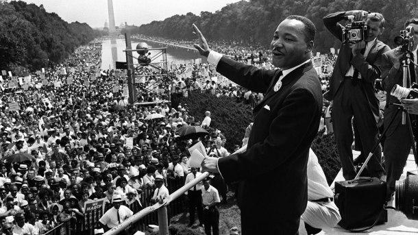Martin Luther King el 28 de agosto de 1963 delante del monumento a Abraham Lincoln en Washington, DC, durante una histórica manifestación de más de 200,000 en pro de los derechos civiles para los negros en los EE.UU.