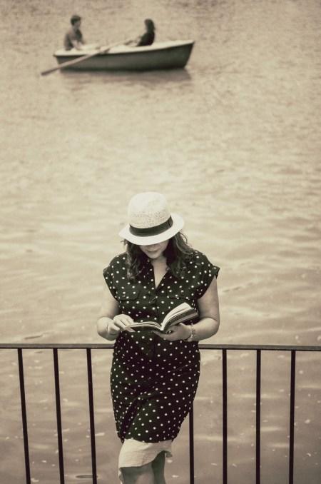 Emma Rodríguez por Nacho Goberna © 2015 en embarcadero del lago del Parque del Retiro, Madrid