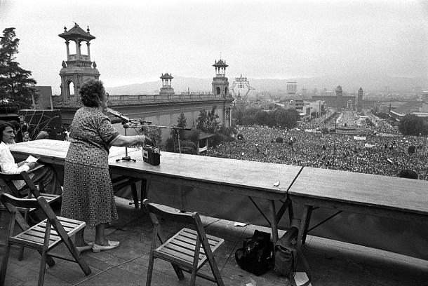 Intervención de Federica Montseny en el mitin de CNT en Barcelona,1977, el primero tras los 36 años de dictadura franquista