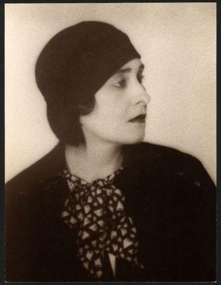 Victoria Ocampo. Fotografía por Man Ray, 1930
