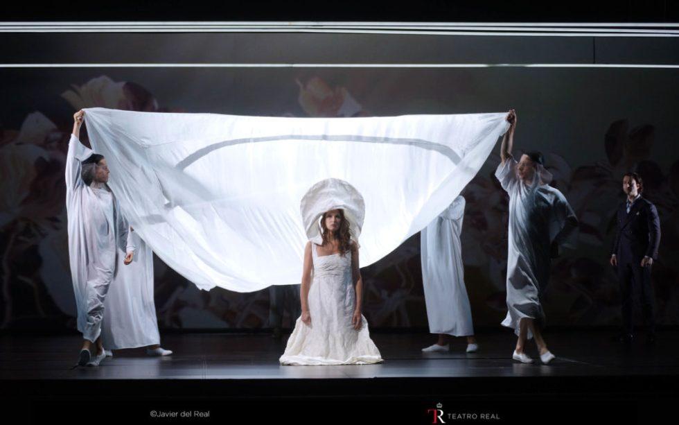Escena de la ópera Bomarzo, dirigida por Pierre Audi, en el Teatro Real de Madrid