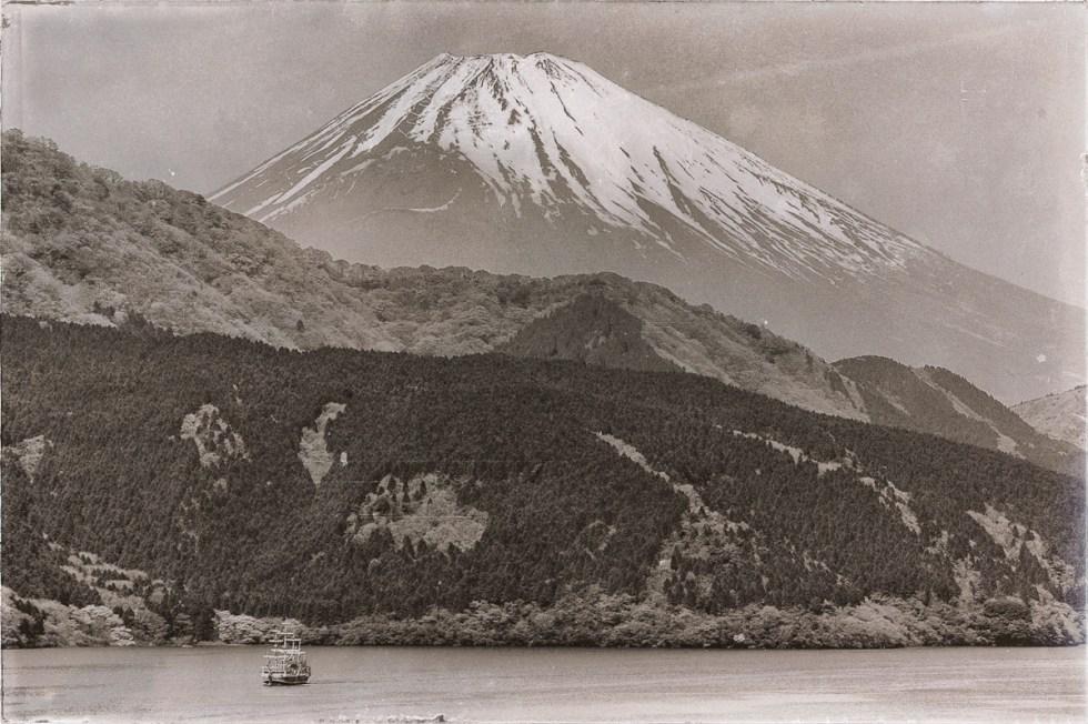 Parque Nacional de Fuji-Hakone-Izu. Una vista del Monte Fujiyama tomada desde el Lago Ashinoko. Fotografía por Nacho Goberna © 2004