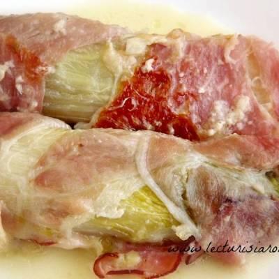 Andive la cuptor cu branza Camembert si bacon