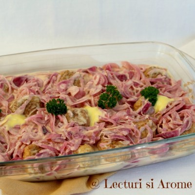 Salata de ceapa marinata si chiftelute