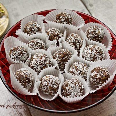 Biluțe din biscuiți cu vișine din vișinată