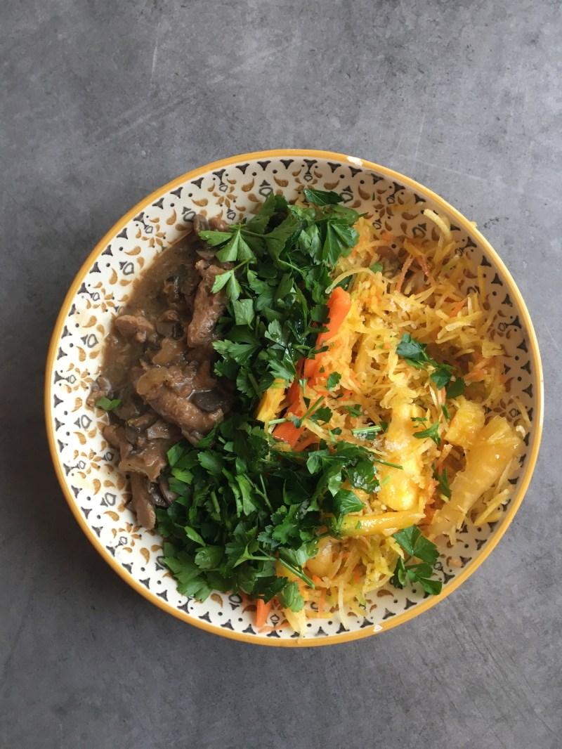Mijotée de PST au champignons, carottes râpées, orange et persil - Le cul de poule
